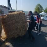 Vorbereitung Seifenkistenrennen beim Maifest in Dermbach