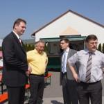 Herr Mäurer, Herr Weih, MdB Hirte und Landrat Krebs bei Auto Mobil Dermbach