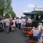 Besucher beim Maifest in Dermbach